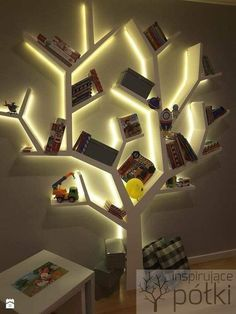 Cool and creative bookshelves- Coole und kreative Bücherregale Cool and Creative Bookshelves The bookshelf has overcome its basic form and identity as a simple storage medium and is now a unique product of design, … Home decoration - Tree Bookshelf, Bookshelf Design, Bookshelf Ideas, Woodworking Projects Diy, Diy Wood Projects, Woodworking Furniture, Woodworking Tools, Home Decor Furniture, Diy Home Decor