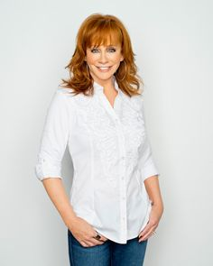 I absolutely love Reba. I have a professional photo taken of me a few years ago. When people see it hanging on my wall I get asked how I got a photo of Reba. Country Female Singers, Best Country Music, Reba Mcentire, Auburn Hair, Queen, Celebs, Celebrities, Pretty Hairstyles, Bob Hairstyles