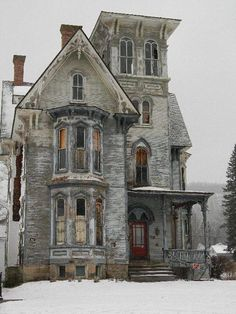 Could you imagine this house completely restored to it's original state ? I t would be gorgeous !!!