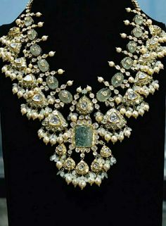 Indian Jewelry Sets, Indian Wedding Jewelry, India Jewelry, Bridal Jewelry, Gold Jewelry, Beaded Jewelry, Jewelery, Indian Weddings, Indian Bridal