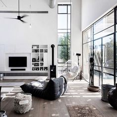 Perfect modern monochrome ◼️◻️ Up on our blog now www.indiehomecollective.com  Neuman Hayner Architects #indieliving #indiehomecollective