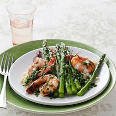 This citrusy shrimp with asparagus takes less than 20 minutes to prep AND contains a whopping 20 grams of protein! | Health.com