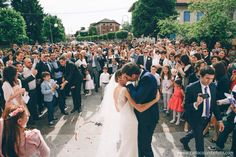 """Maddalena l'abbiamo conosciuta ai casting della Wedding Web Serie 'Il Mio Abito da Sposa'. Ci racconta che il matrimonio con Luca è stato un giorno """"stupendo e meraviglioso"""" e tutti gli ospiti sono rimasti tutti senza parole! L'abito era: bianco, senza spalline, scivolato, col corpino in pizzo e lo strascico. In più, alcune personalizzazioni come un coprispalle in pizzo ed un velo lungo bordato di raso."""