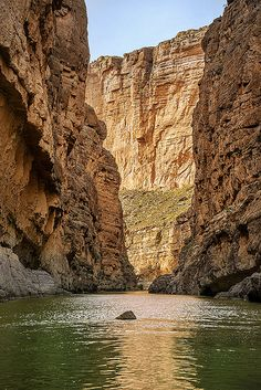 Santa Elena Canyon, Big Bend National Park, Texas | Pedro Lastra via flickr