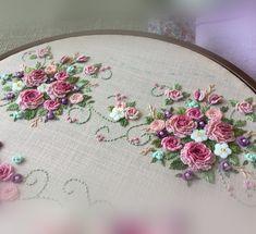 new brazilian embroidery patterns Cushion Embroidery, Floral Embroidery Patterns, Hand Embroidery Flowers, Hand Embroidery Stitches, Silk Ribbon Embroidery, Hand Embroidery Designs, Diy Embroidery, Embroidery Techniques, Cross Stitch Embroidery