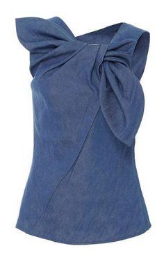 Get inspired and discover Carolina Herrera trunkshow! Shop the latest Carolina Herrera collection at Moda Operandi. Blusas Carolina Herrera, Diy Kleidung, Mode Top, Fashion Details, Fashion Design, Mode Chic, Mode Inspiration, Cute Tops, Refashion