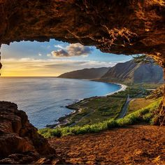 Makua Cave Waiane OAHU HAWAII