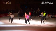 女性群舞練習・男性陣観戦中(女性の振りを踊る小塚…)