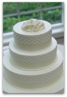 Beach Wedding cakes decorated with seashells, starfish, tropical flowers, modern toppers. Plus unique trends like beach wedding cupcakes & petite cakes. Beach Wedding Cupcakes, Themed Wedding Cakes, Wedding Cake Decorations, Wedding Cake Designs, Cake Wedding, Wedding Ideas, Wedding Details, Black And White Wedding Cake, White Wedding Cakes