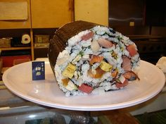 This is the kind of sushi my son makes himself every time we make temakizushi.