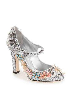 8ac6af55da6 13 Outdoor Wedding Shoes That Won t Sink Into the Grass