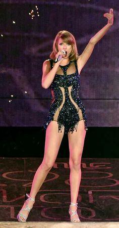 Taylor Swift Legs, Estilo Taylor Swift, Taylor Swift Concert, Taylor Swift Outfits, Taylor Swift Album, Taylor Swift Style, Taylor Swift Pictures, Taylor Alison Swift, Taylor Swift Bikini