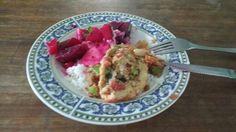 Salada de beterraba com maça e torta de sardinda
