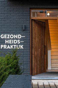 Houten #gevelbekleding en houten #deur van een gezondheidspraktijk in Brugge.   Productcategorie: Houten gevelbekleding Houtsoort: HOTwood essen Profiel: Cubus QC (gevel) en Fine line QC (deur) Architect: Studio HAAN, Gent Aannemer: Optibuild, Brugge Schrijnwerker: Van Overmeiren Patrick, Knokke   #bardage #porte #bois #wood #cladding  Tiny House, Garage Doors, Outdoor Decor, House Ideas, Home Decor, Homes, Studio, Exterior Homes, Profile