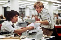 Dustin Hoffman y Robert Redford como los periodistas del Washington Post en Todos los hombres del presidente (1976). Dustin Hoffman and Robert Redford are Washington Post reporters in All the President's Men (1976).