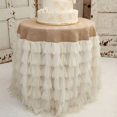 Love this for a rustic chic wedding Ash liked this bet my mum could make it?? Maybe small one for a simple cake cutting??