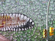 Street Art. Blu grafitea para el festival de arte y comunicación The Influencers, en el barrio barcelonés El Carmelo