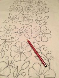Flores drawing Bordado Bordado livre and - Whirl Tutorial and Ideas Mexican Embroidery, Hand Embroidery Patterns, Ribbon Embroidery, Beaded Embroidery, Cross Stitch Embroidery, Machine Embroidery, Mexican Flowers, Fabric Painting, Painting Burlap
