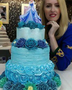 É muito amor envolvido 🌸🌹🌺🏵️🌷💐👑🌻 Beautiful Cakes, Amazing Cakes, Glow Cake, Cake Cookies, Cupcake Cakes, Pastel Frozen, Cake Boss Buddy, Cinderella Birthday, Cinderella Theme