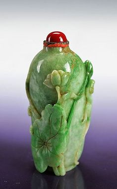 Natural Myanmar hand carved Jadeite Emerald Jade snuff bottle Decorative gifts