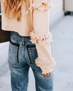 We're all about the tassel details on this winter outfit. Pair pastel colours with dark wash denim for an easy, ready to hit the street look. Source by elizabethbaileymonk autumn All Jeans, Denim Jeans, Mode Style, Style Me, Denim Look, Look Chic, Autumn Winter Fashion, Fall Fashion, Passion For Fashion