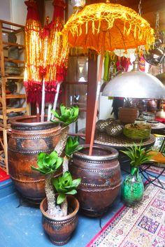 Atelier des Südens - wunderbare alte marokkanische Töpfe - gefärbt mit Olivenmaische und mit Metallen beschlagen. Neusiedl am See