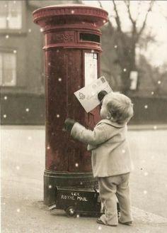 Bonjour Décembre C'est enfin le moment d'écrire la lettre au père Noël. Alors à vos plumes (claviers) pour la plus mythique des wishlists ! Bon week-end à tous.