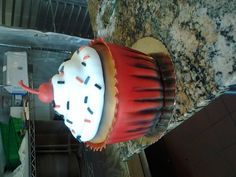 It's a cupcake... that's really a cake!