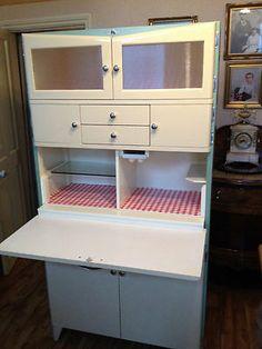 """1950s kitchen cabinet , Retro/vintage ( pastout à fait """"mado"""",mais il est beau quand même!!)"""