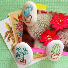 Cactus Pebbles DIY on Hipaholic Blog l Turn these into Napkin Holders and Add Cactus Photo Placemats