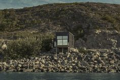 Hadar's House by Asante Architecture & Design on the Island of Stokkøya in Norway is a compact home with sea views from all rooms. Architecture Design, Scandinavian Architecture, Scandinavian Design, Costa, Journal Du Design, House And Home Magazine, Interior Exterior, House In The Woods, Beautiful Landscapes