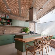[New] The Best Home Decor (with Pictures) These are the 10 best home decor today. According to home decor experts, the 10 all-time best home decor. Kitchen Interior, Kitchen Design, Kitchen Decor, Sala Grande, U Shaped Kitchen, Outdoor Restaurant, Kitchen Collection, Decor Interior Design, Home Kitchens