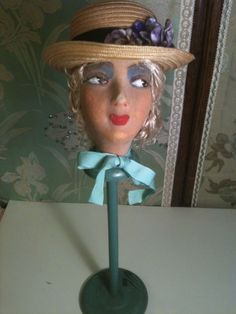 VTG 1920 BOUDOIR DOLL HEAD MOUNTED ON WOODEN HAT STAND W/STRAW MILLINERY HAT