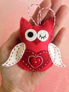 Items similar to Felt Owl Ornament - Red or Purple Valentine Owl with Red Heart on Etsy Felt Owls, Felt Birds, Felt Embroidery, Felt Applique, Owl Ornament, Felt Ornaments, Fabric Crafts, Sewing Crafts, Owl Crafts