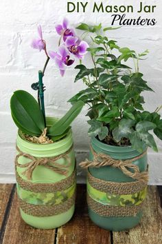 DIY mason jar planters with burlap and twine in green for spring. But these fun planters could be done in any color! DIY mason jar planters with burlap and twine in green for spring. But these fun planters could be done in any color! Mason Jar Planter, Mason Jars, Bottles And Jars, Mason Jar Crafts, Bottle Crafts, Dollar Store Crafts, Dollar Stores, Garrafa Diy, Shamrock Plant