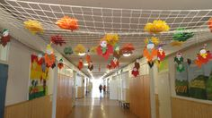 Őszmanók. Folyosói dekoráció, kifeszített kézilabdahálóról belógatva. (2. osztály) Classroom Decor, Ideas, Classroom Organization, Thoughts