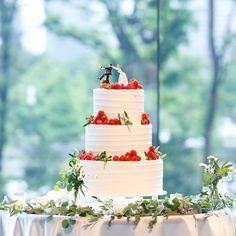 """manami on Instagram: """". Report #8 #ウェディングケーキ ____________________________ 何人かのパレス花嫁さまからお問合せいただいたウェディングケーキ。♡ . パレスオリジナルのイチゴケーキをアレンジしていただきました! . グリーン×ホワイトで装花の色味を抑えてたので、ケーキがよりフォトジェニックになったかな♡ . ケーキにのせたグリーンは、オリーブです。本当はミックスベリーをのせたかったのですが、節約ということで、実もののグリーンを。♡ . とってもお気に入り♡"""" Wedding Cake Inspiration, Wedding Ideas, Cool Wedding Cakes, Happy Love, Love Cake, Cake Designs, Sweets, Table Decorations, Christmas Ornaments"""