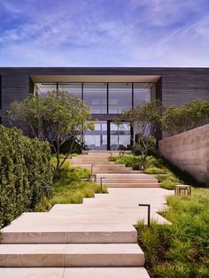 Stellome Lomont Rouhani Architects completed this modern Long Island house last year. Landscape Steps, Landscape Design, Garden Design, House Design, Modern Landscaping, Outdoor Landscaping, Landscaping Ideas, Long Island House, Landscape Arquitecture
