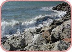 Sturm und hoher Wellengang an der Küste von Mezquetilla.