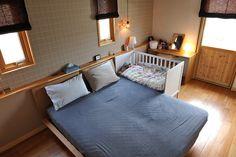 IKEAのベビーベッドを上手に合わせて添い寝仕様に。 このアイデア、真似したい人もいるのでは?