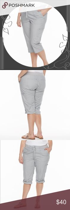 Plus Size GLORIA VANDERBILT Skimmer Capri Pants Add these to your warm weather essential, these plus size Gloria Vanderbilt skimmers offer chic, casual style. Comfort Waistband. Sterling Sliver. Grecia Knit Poplin Skimmers. Gloria Vanderbilt Pants Capris