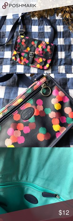 Fossil crossbody purse Super cute, in excellent condition. Enough room for a large phone or small tablet, a large wallet, sunglasses, and whatever else you need to carry! Fossil Bags Crossbody Bags