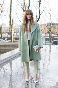 Kristina Bazan wears Rochas and Antography. Street Style -Paris Fashion Week : Day Two Womenswear Fall Winter Fashion Blogger Style, Look Fashion, Autumn Fashion, Fashion Outfits, Fashion Trends, Womens Fashion, Feminine Fashion, Fashion Ideas, Fashion 2018