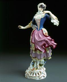 Tanzende Colombine Meissen, 1764 (Modell) Modell: Johann Joachim Kändler Porzellan mit Aufglasurbemalung H. 22,1 cm  Depositum Pauls-Eisenbeiss-Stiftung, Basel Inv. 1975.1094.