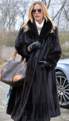 Nadire Atas on Fashionista At Large Mink Fur, Mink Coats, Coats For Women, Clothes For Women, Fur Fashion, Fur Jacket, Style Guides, Mantel, Autumn Winter Fashion
