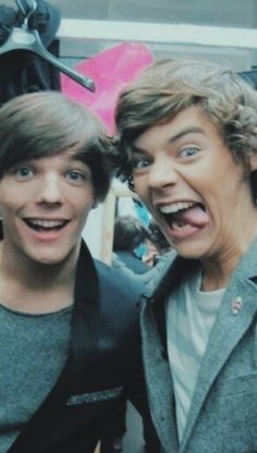 Larry Stylinson, Four One Direction, One Direction Pictures, 0ne Direction, Direction Quotes, Imprimibles One Direction, X Factor, Larry Shippers, Louis Tomilson