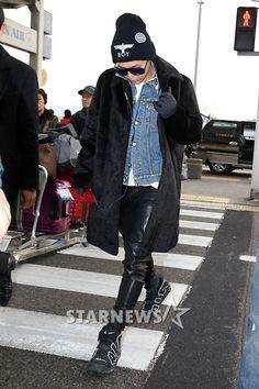 G-Dragon ; cool airport fashion