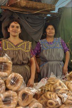 Vendeuse de Roscas au Guatemala, récit d'une fête de village