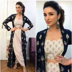 Parineeti Chopra in Payal Singhal outfit Indian Attire, Indian Wear, Indian Style, Indian Dresses, Indian Outfits, Designer Party Dresses, Desi Wear, Lakme Fashion Week, Bollywood Fashion