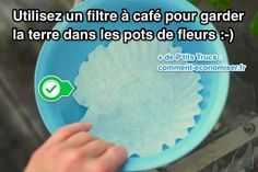 Les pots de fleurs ont très souvent un trou de drainage au fond. Le souci, c'est qu'en plus de l'eau, la terre s'échappe aussi ! Heureusement il existe un truc tout simple pour maintenir la terre dans vos pots de fleurs.  Découvrez l'astuce ici : http://www.comment-economiser.fr/utilisez-filtres-cafe-pour-maintenir-terre-dans-pots-fleurs.html?utm_content=bufferb2d7e&utm_medium=social&utm_source=pinterest.com&utm_campaign=buffer